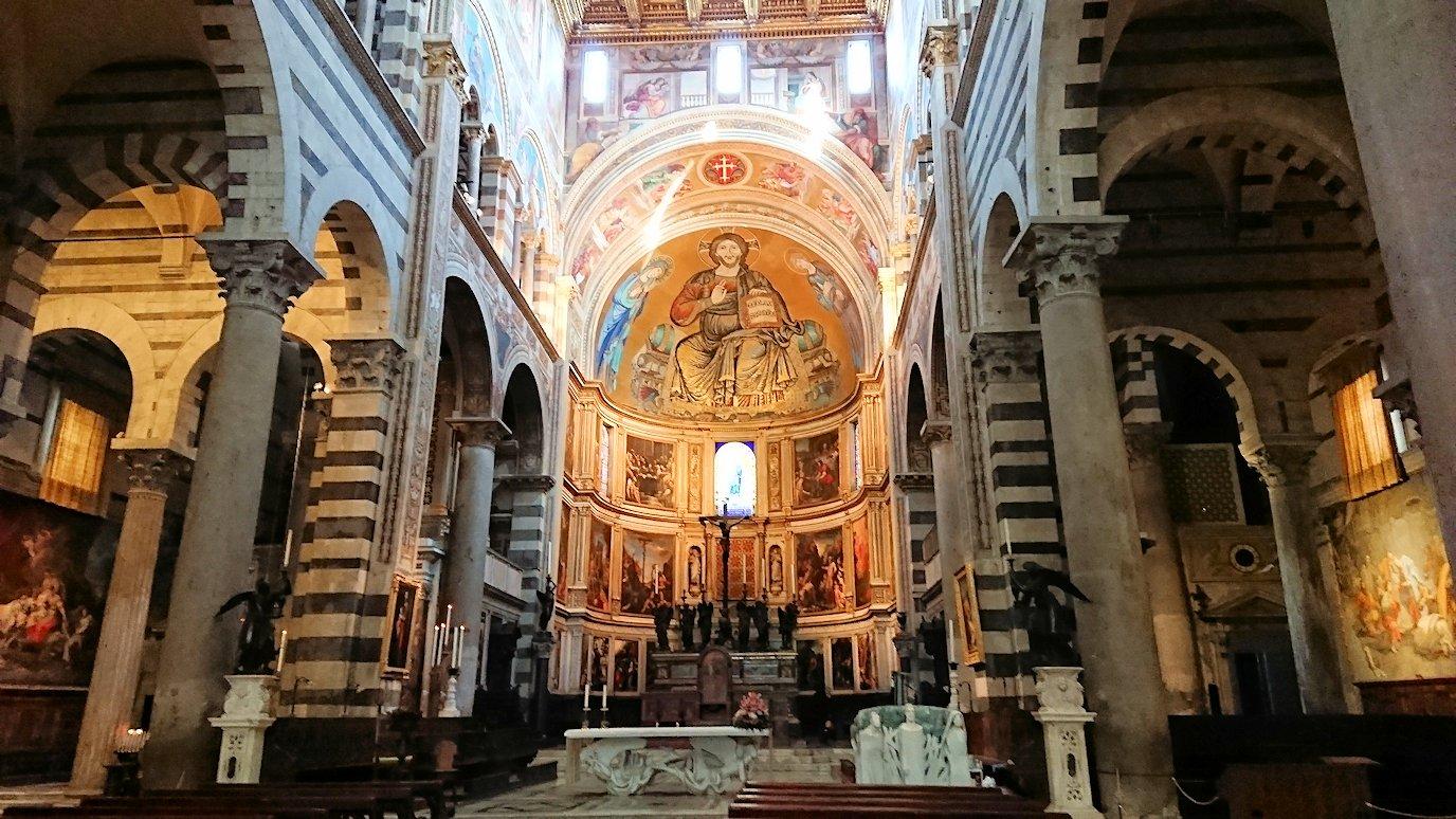 ピサの大聖堂の内部の風景