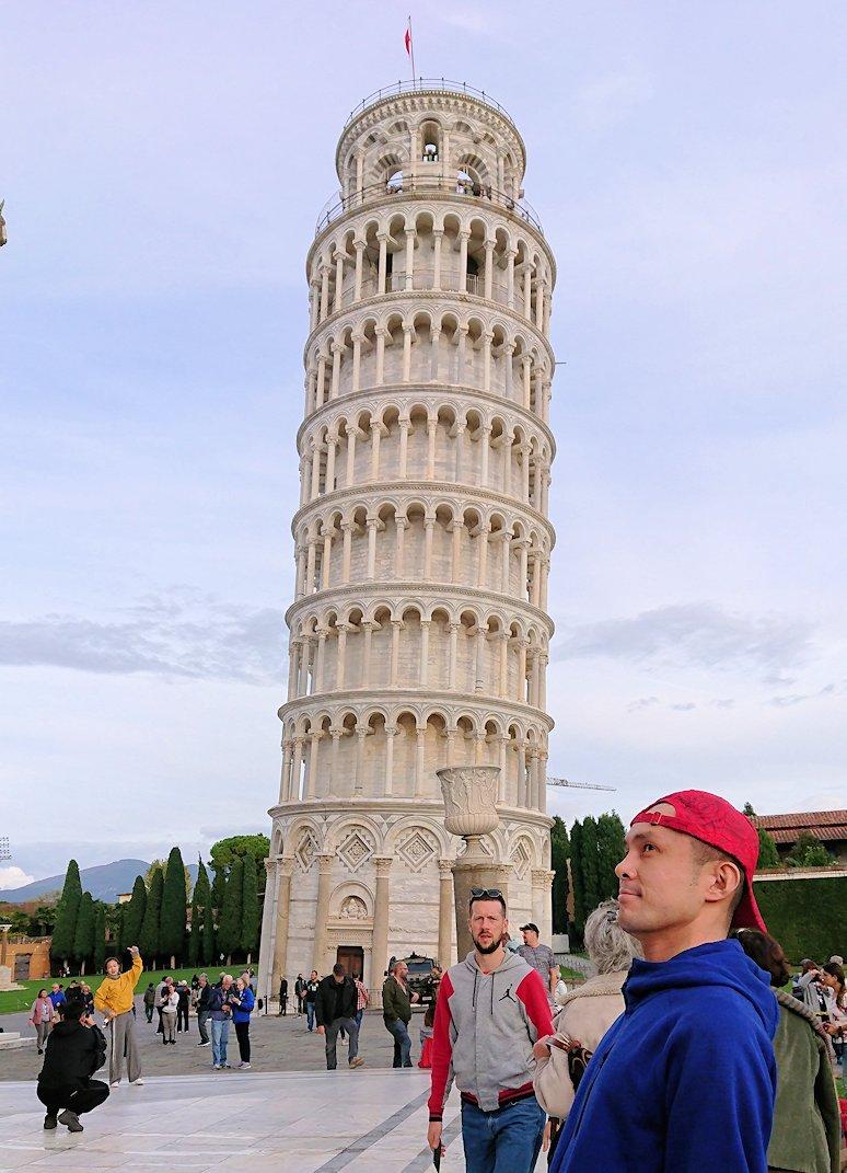 ピサの斜塔とにらめっこ