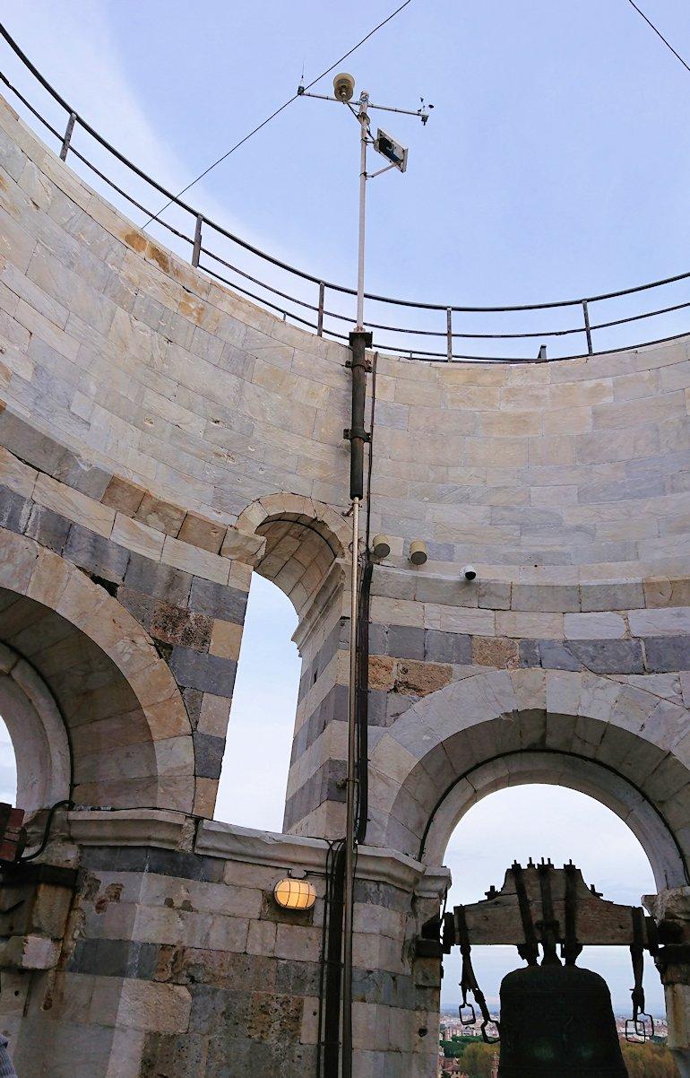 ピサの斜塔の頂上の避雷針