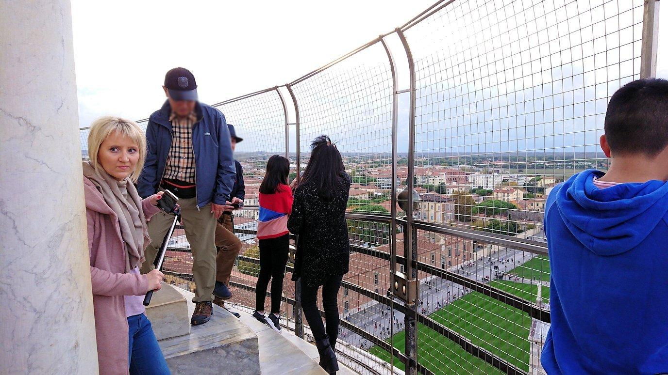 ピサの斜塔の頂上の様子