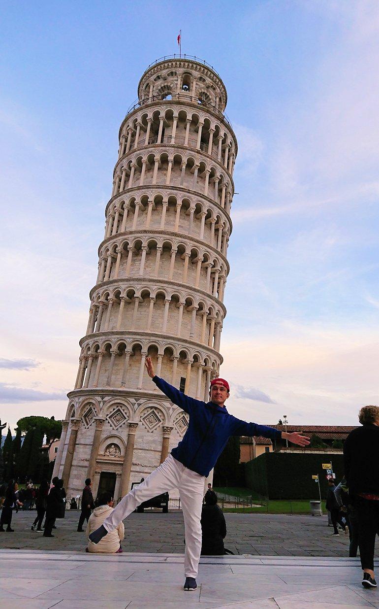 ピサの斜塔前で記念撮影2