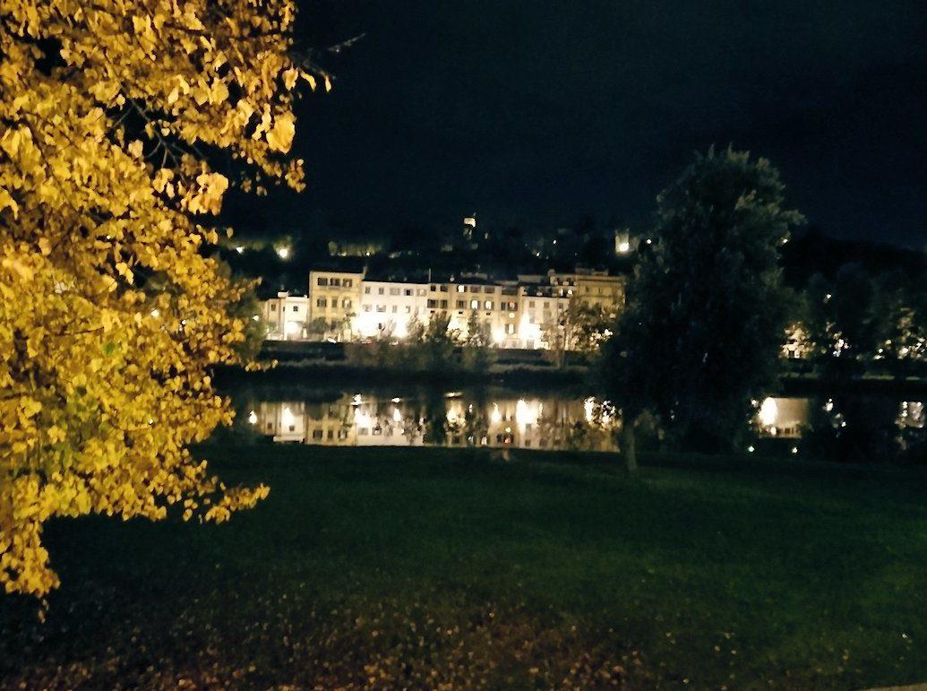 フィレンツェの夜のアルノ川