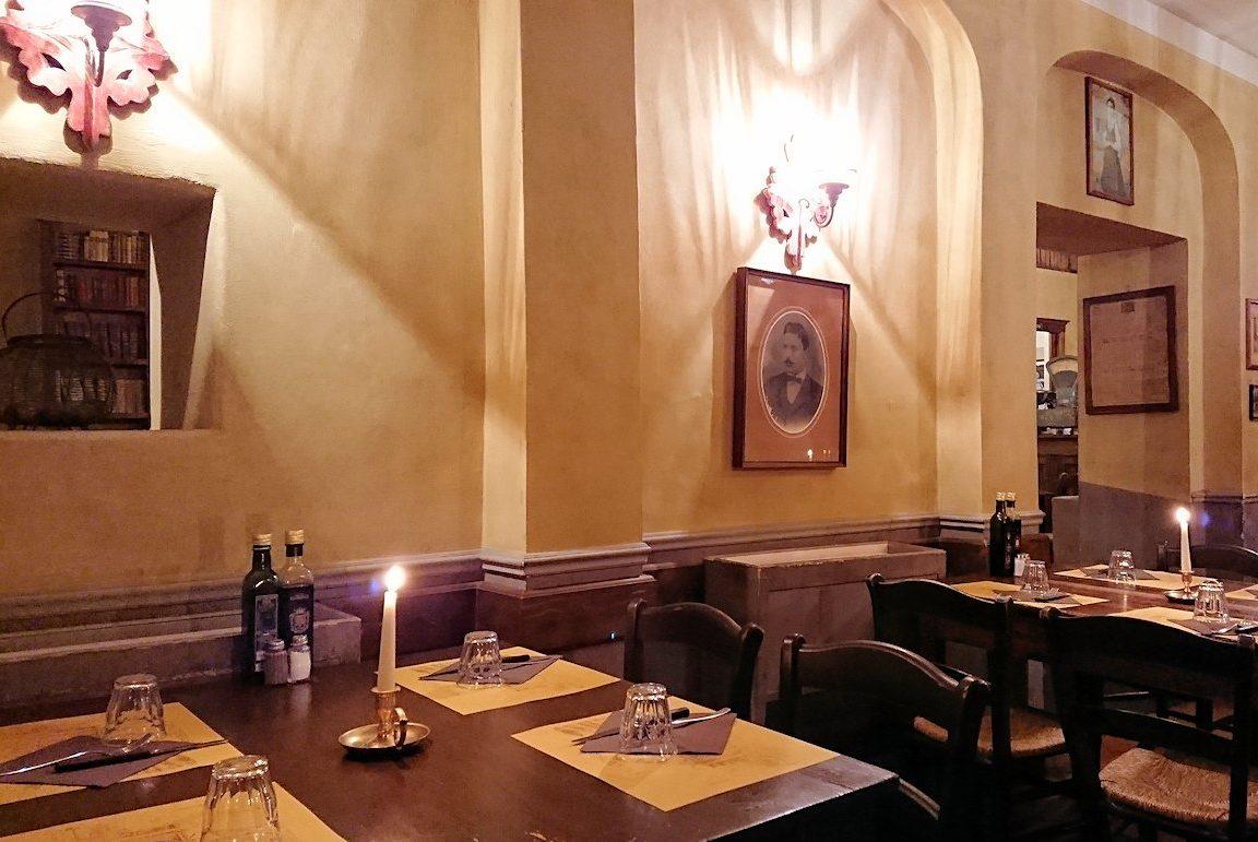 フィレンツェのレストランの内装3