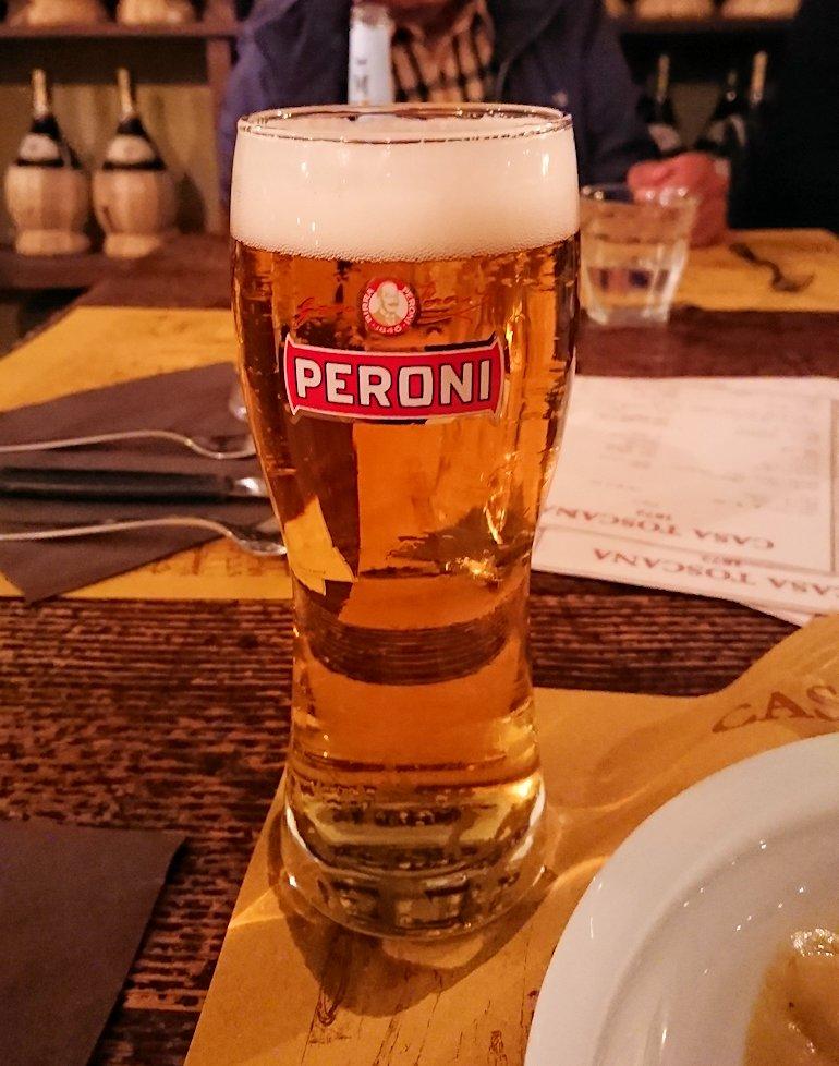 フィレンツェのレストランのビール