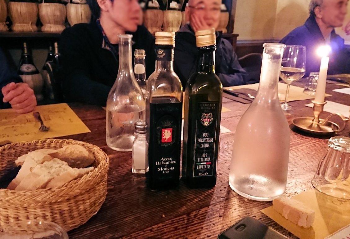 フィレンツェのレストランのオリーブオイル
