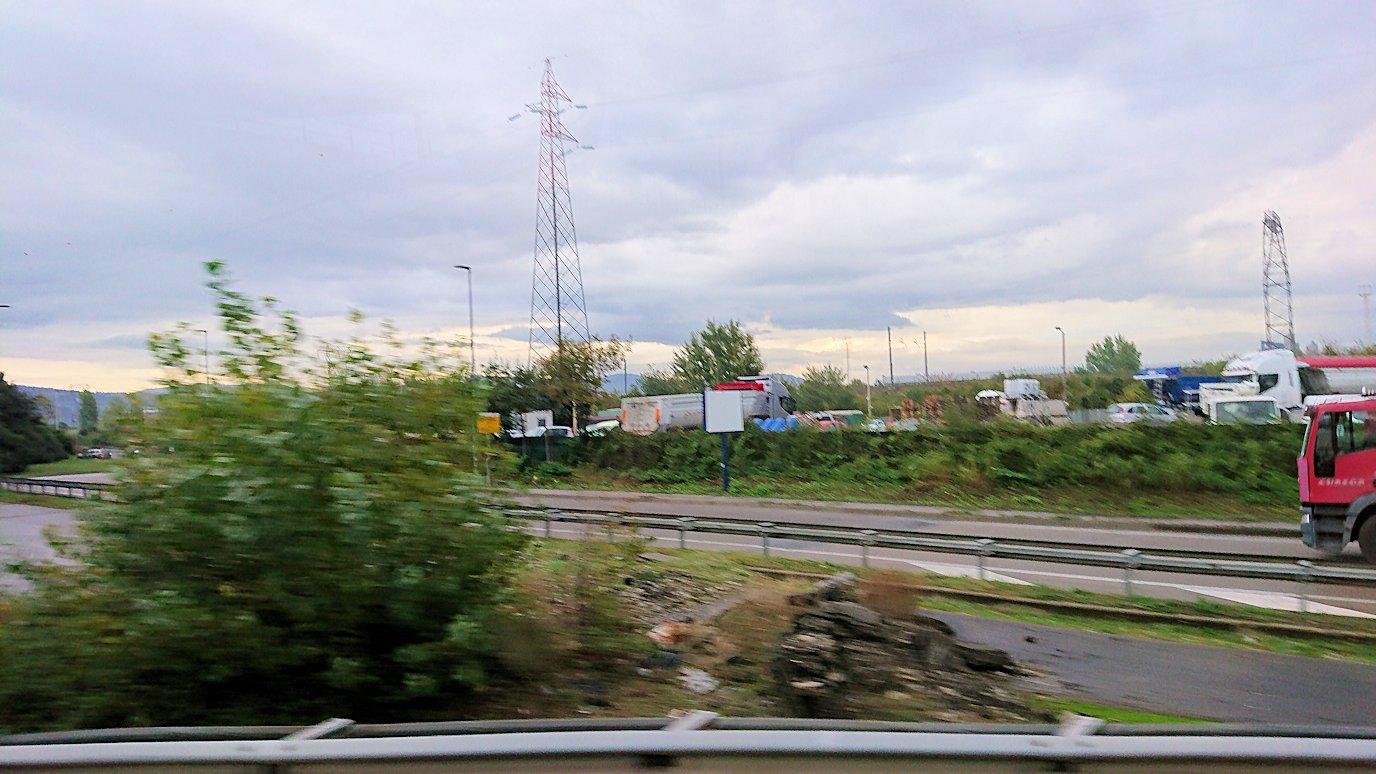 フィレンツェからローマへ向こうバスの中から見た景色