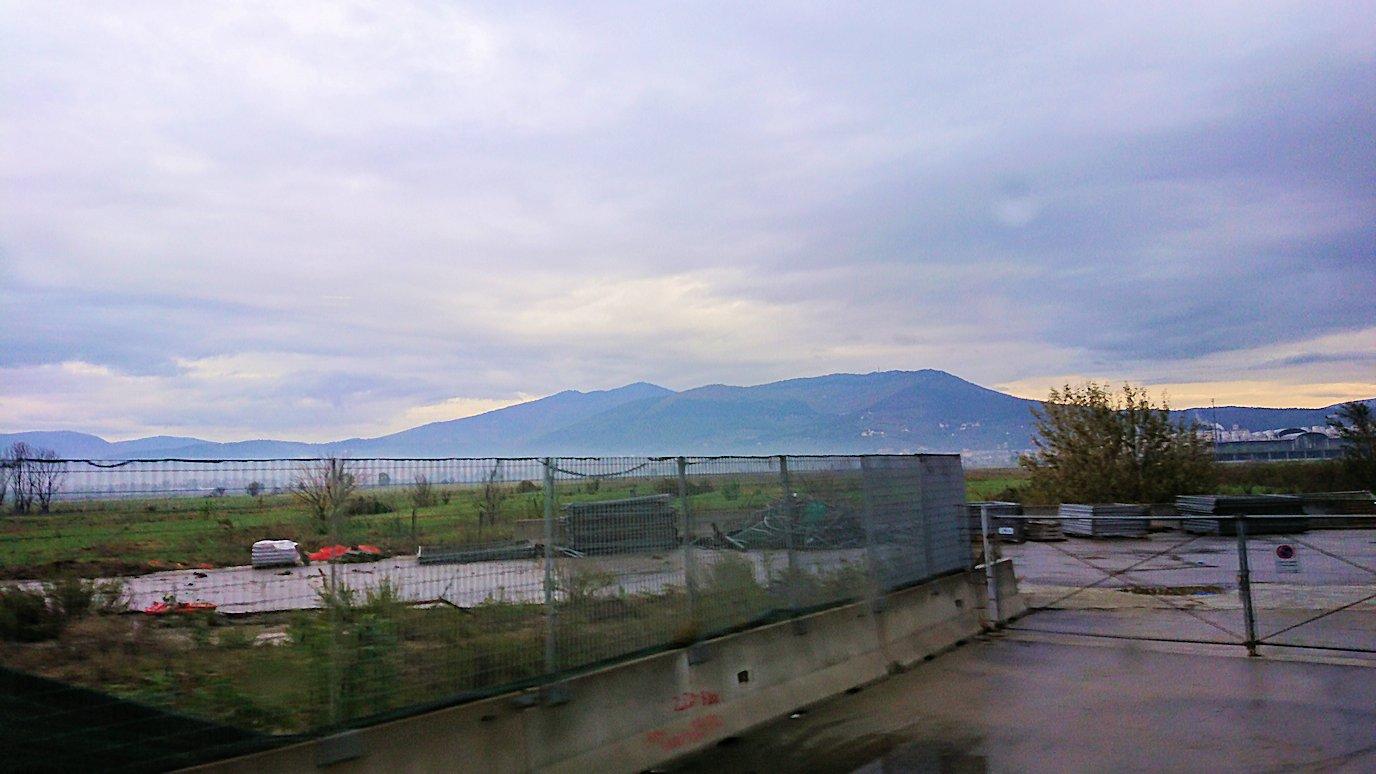 フィレンツェからローマへ向こうバスの中から見た景色2