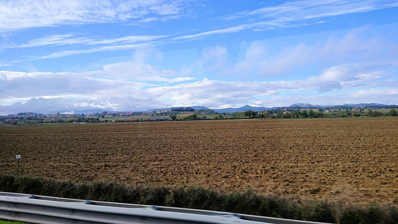 フィレンツェからローマへ向こうバスの中から見た景色5