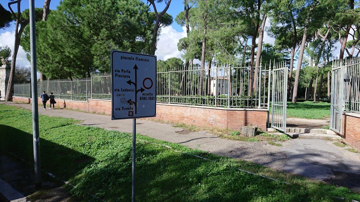 ローマ市内をバスから見た公園の風景2