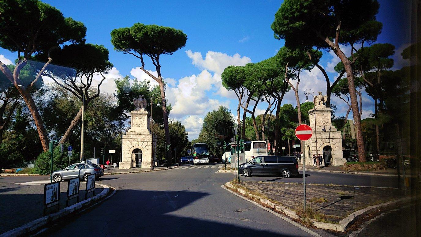 ローマ市内をバスから見た公園の風景3