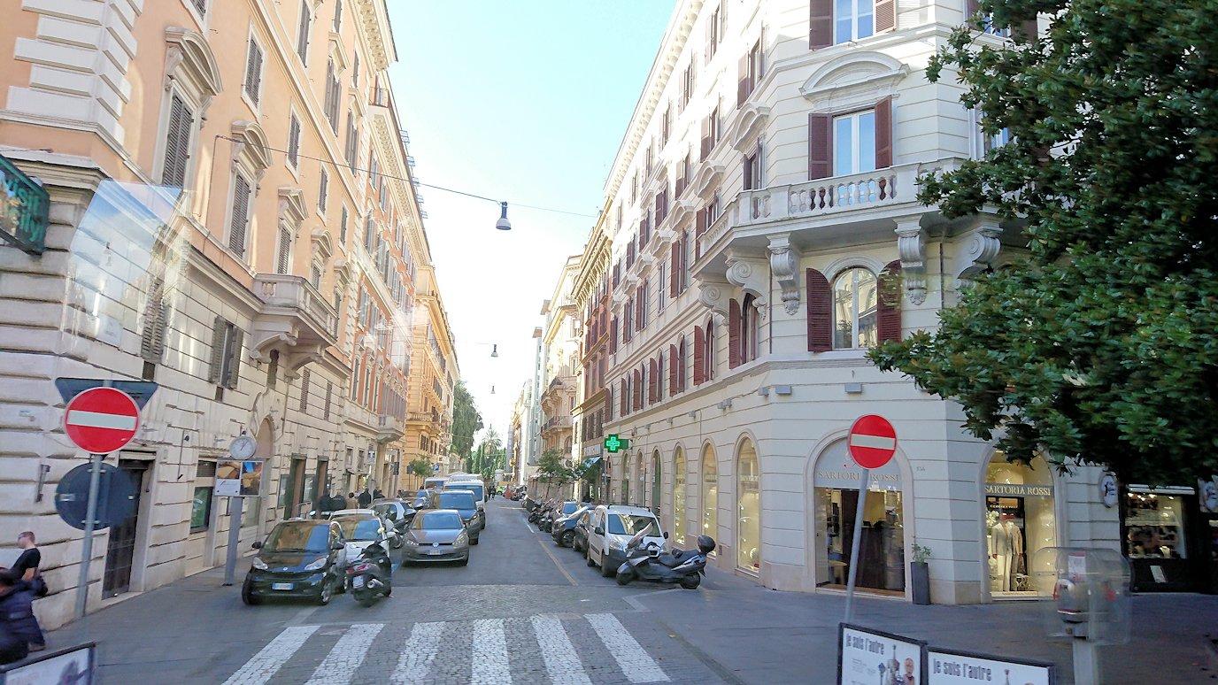 ローマ市内をバスから見た街並みの風景