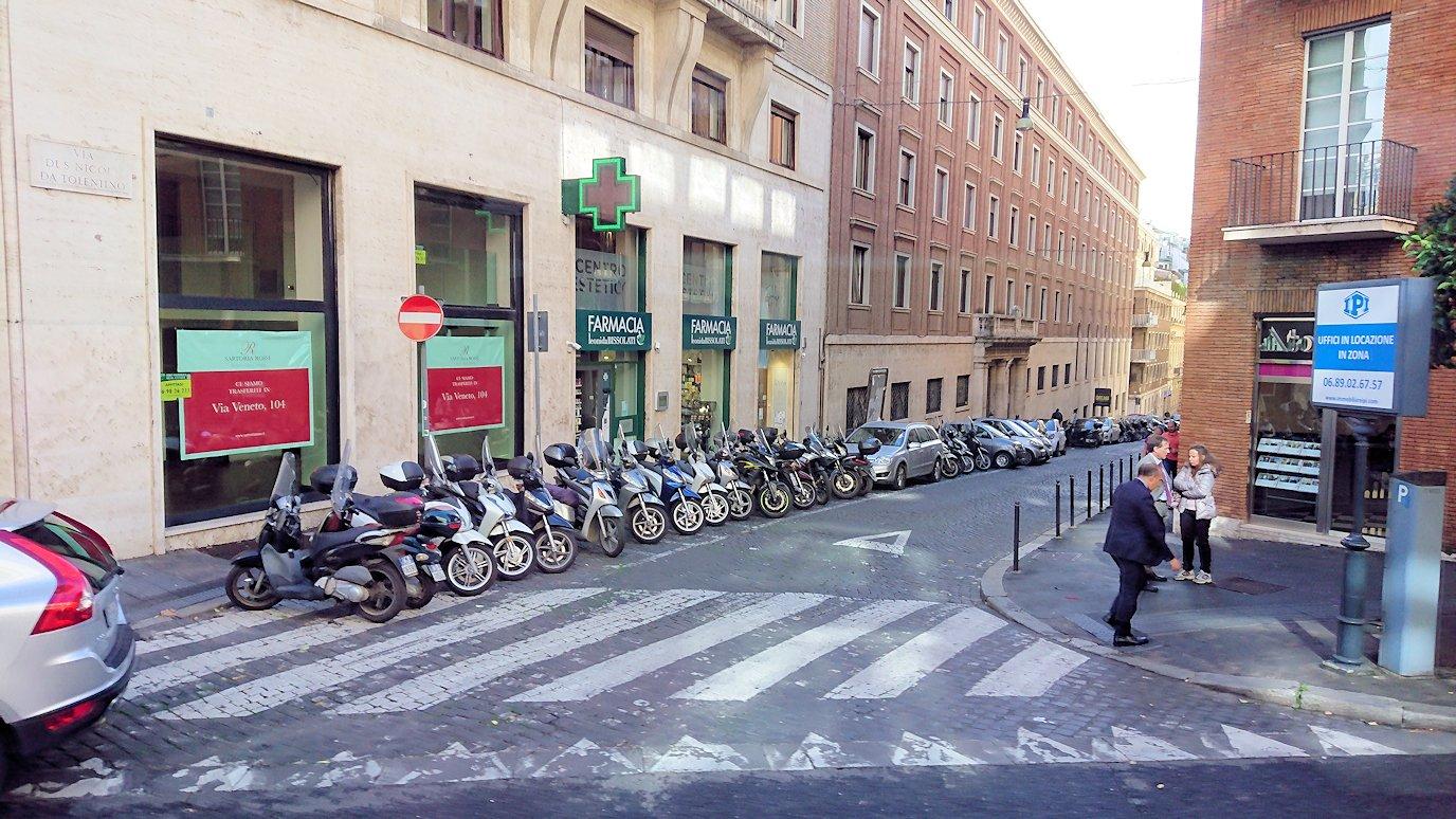 ローマ市内をバスから見た街並みの風景2