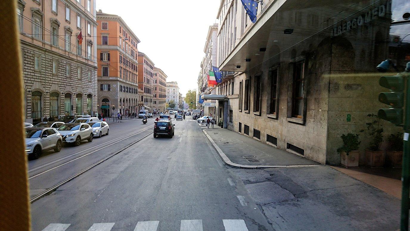 ローマ市内をバスから見た街並みの風景4