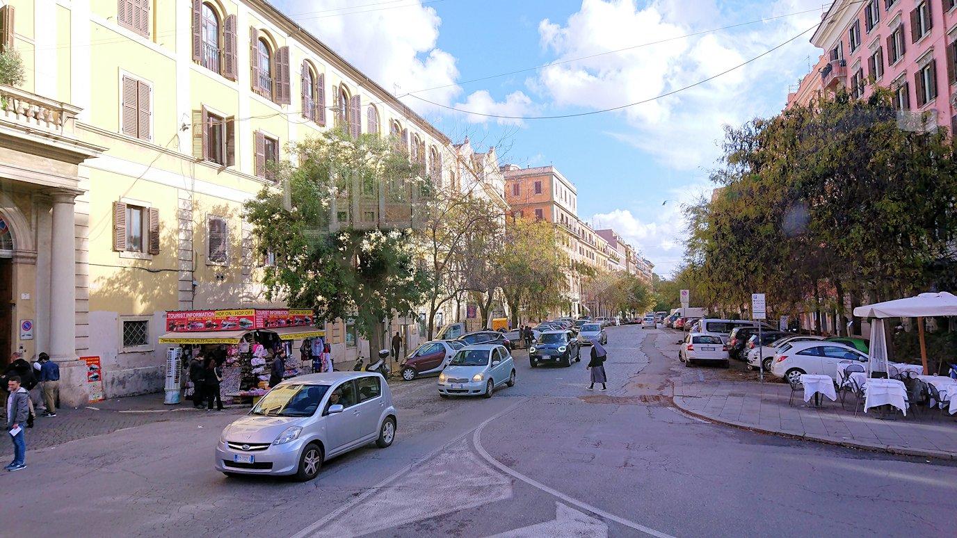 ローマ市内をバスから見た街並みの風景5