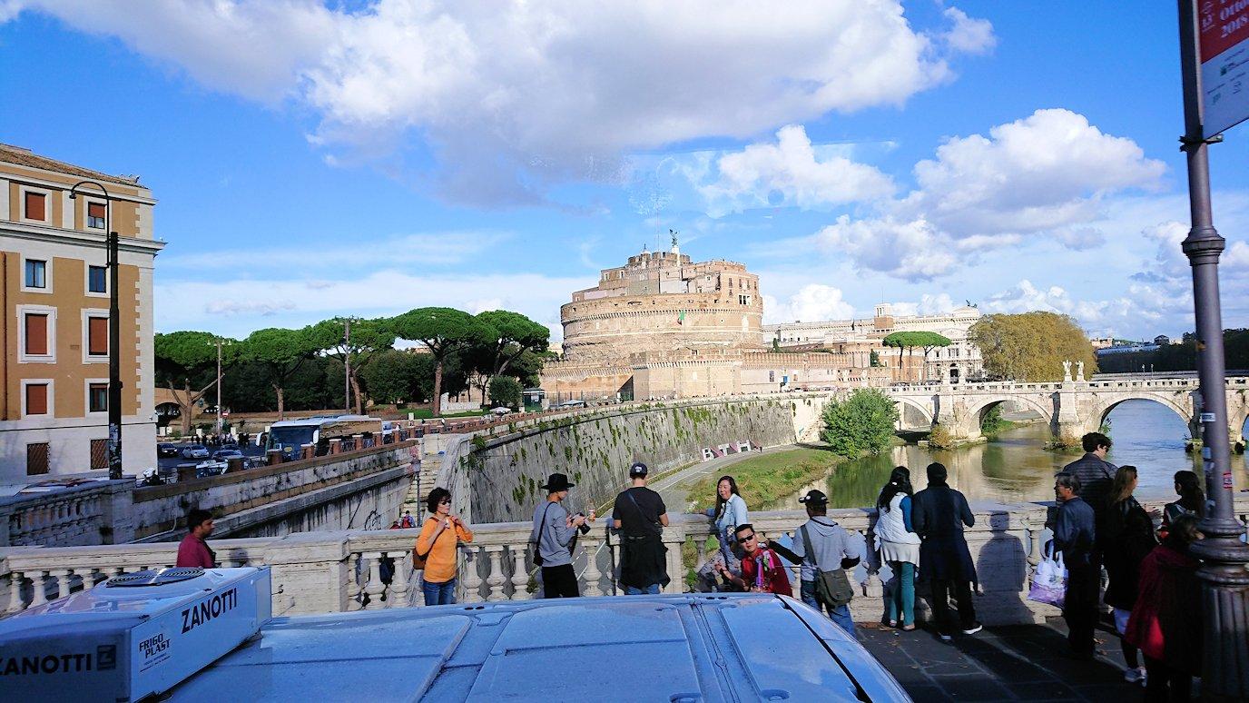 ローマ市内のサンタンジェロ城の風景2