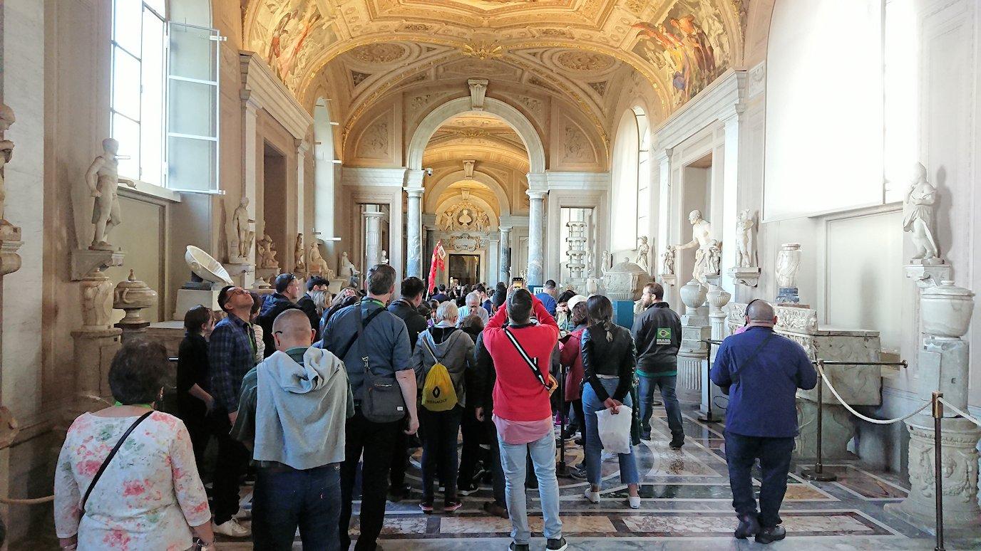 バチカン美術館の回廊の様子