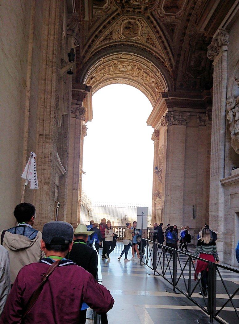バチカン美術館からサンピエトロ大聖堂へ向かう