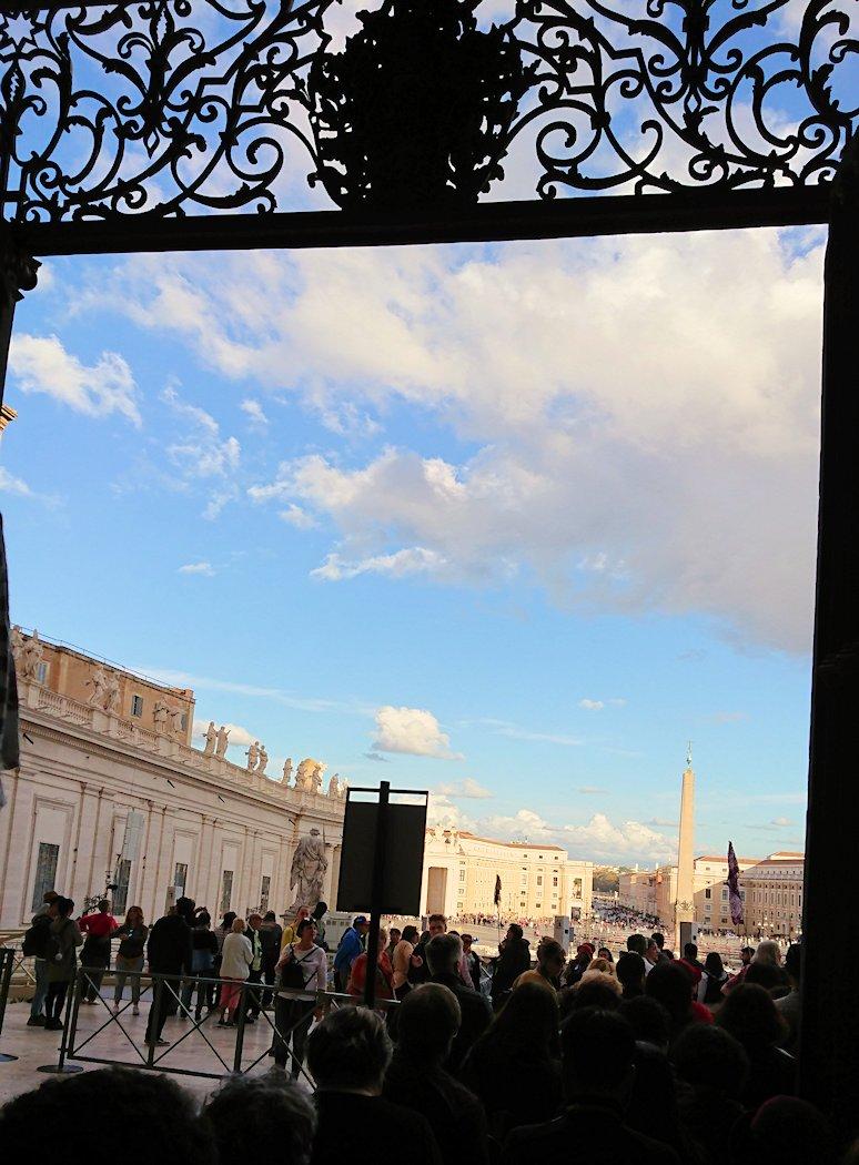 バチカン美術館からサンピエトロ広場が見える