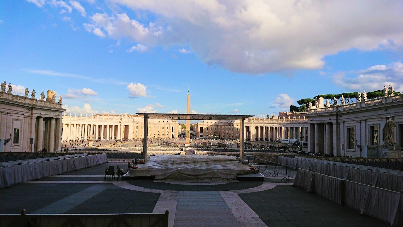 バチカン美術館からサンピエトロ広場が見える2