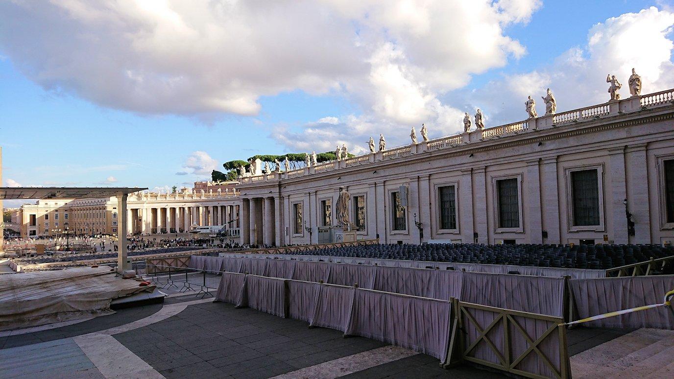バチカン美術館からサンピエトロ広場が見える3
