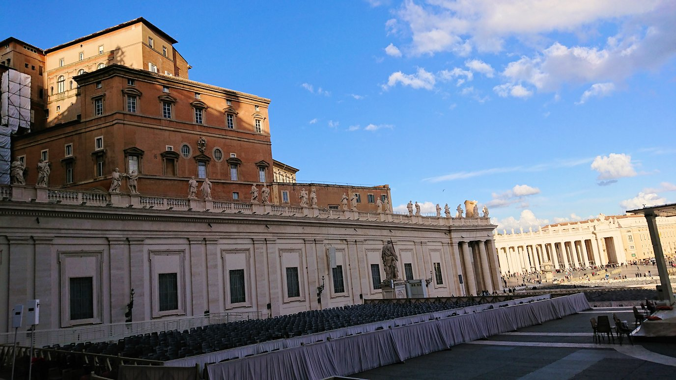 バチカン美術館からサンピエトロ広場が見える4