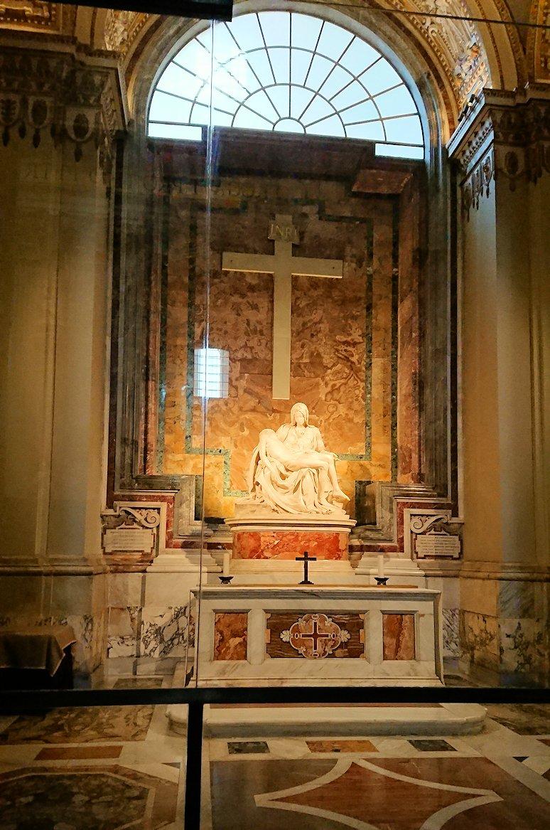 サンピエトロ大聖堂の構内の十字架