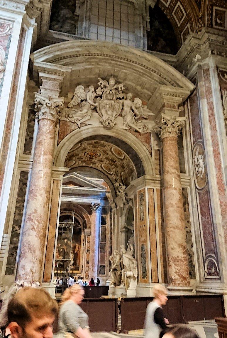サンピエトロ大聖堂の構内の門