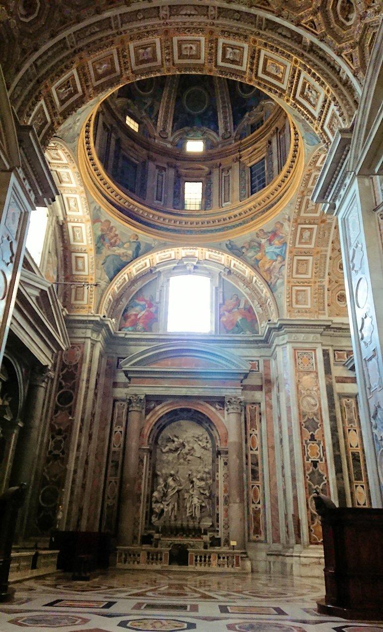サンピエトロ大聖堂の構内の天窓