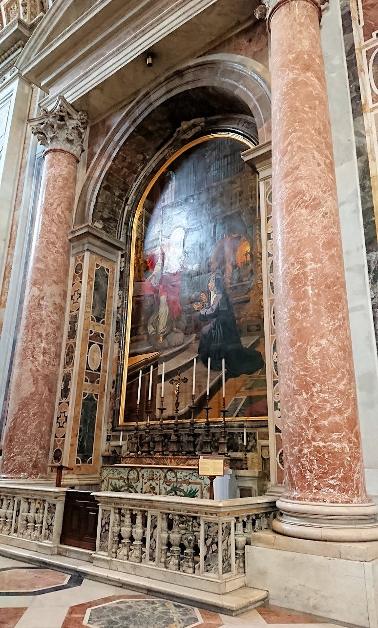 サンピエトロ大聖堂の構内の絵画