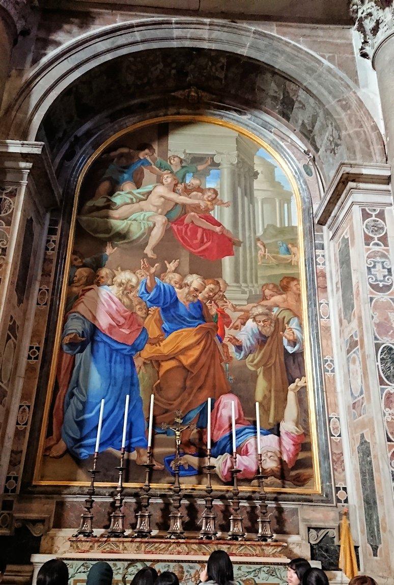 サンピエトロ大聖堂の構内の絵画2