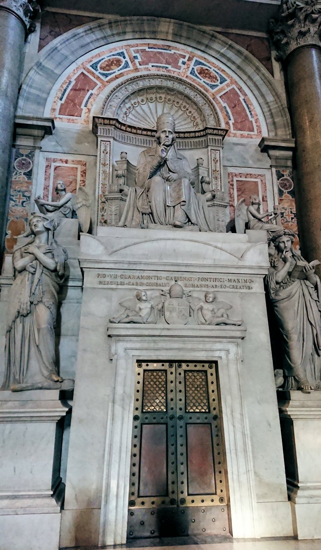 サンピエトロ大聖堂の構内の様子