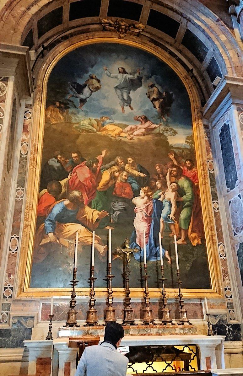 サンピエトロ大聖堂の構内のモザイク画様子