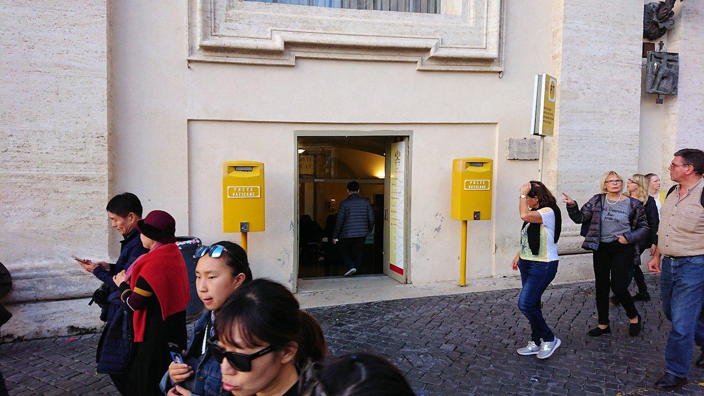 バチカン市国の黄色い郵便ポスト