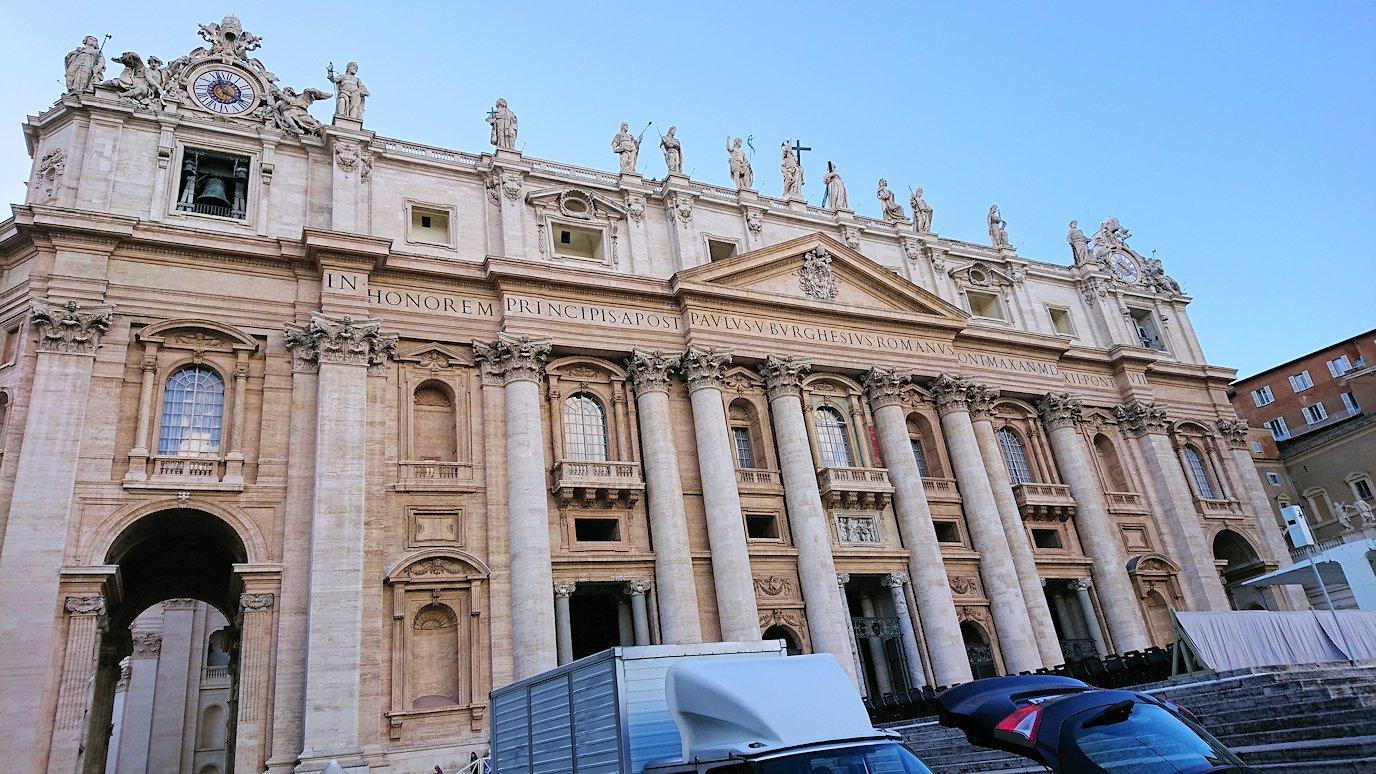 サンピエトロ広場から見たサンピエトロ大聖堂