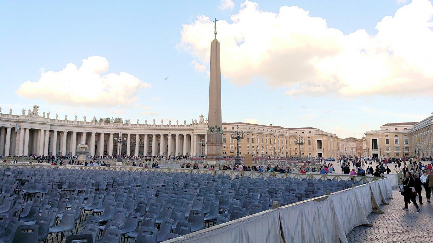 サンピエトロ広場の中心にあるオベリスク