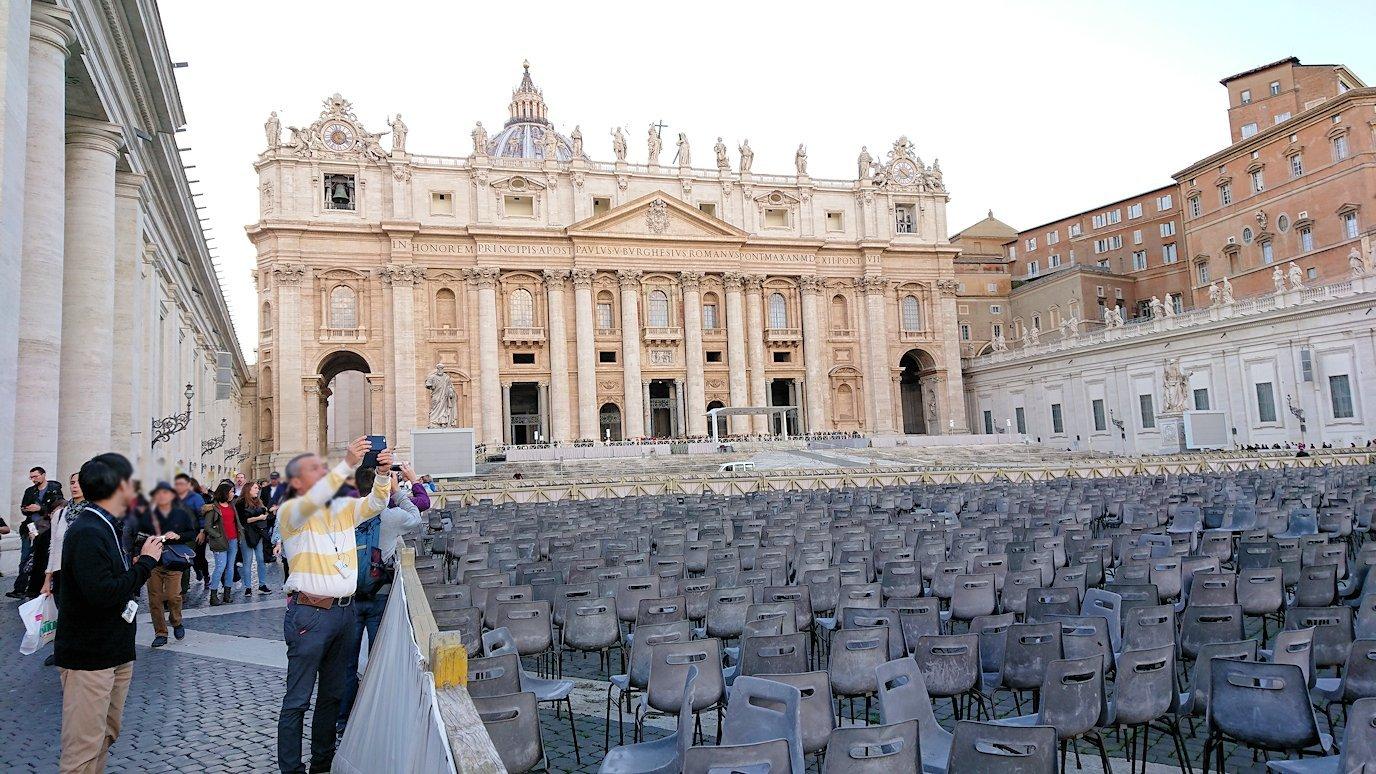 サンピエトロ広場から見たサンピエトロ大聖堂2