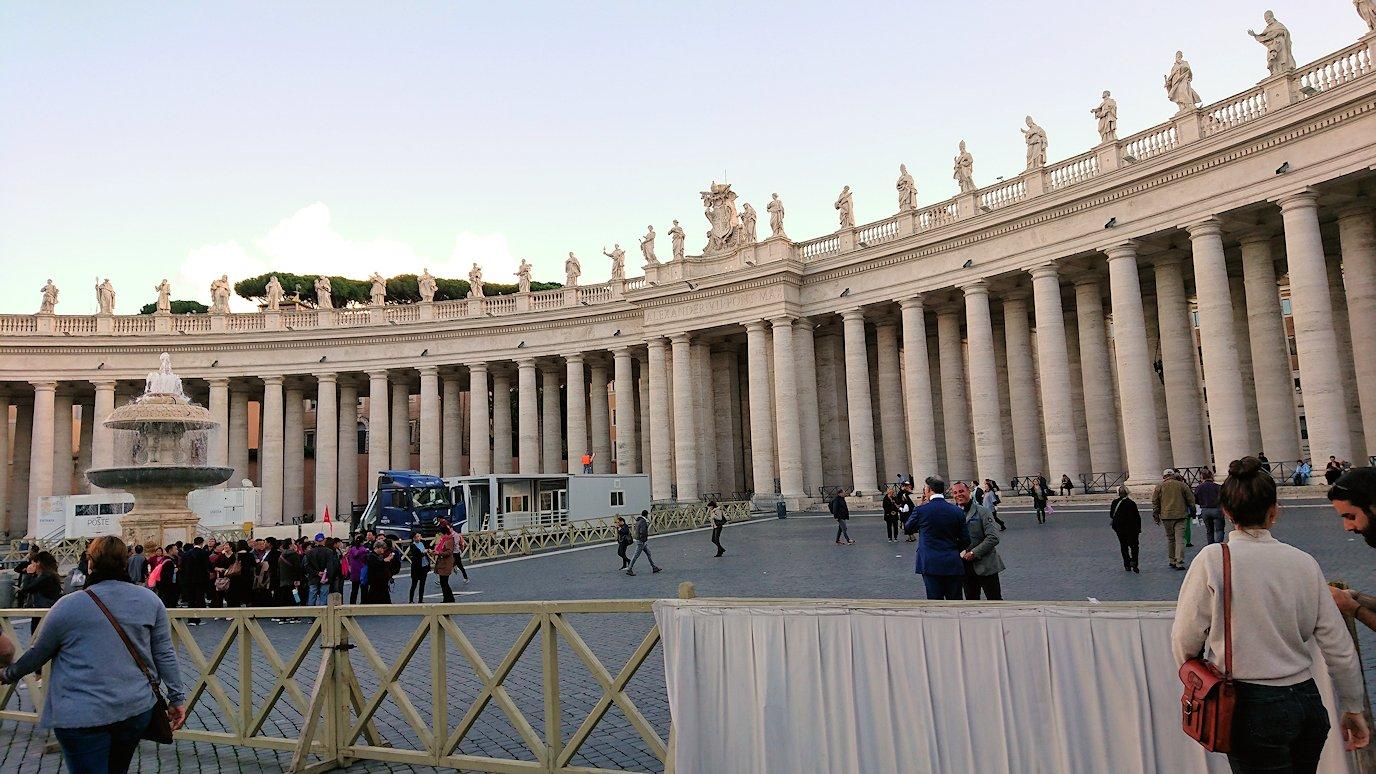 サンピエトロ広場の円柱群