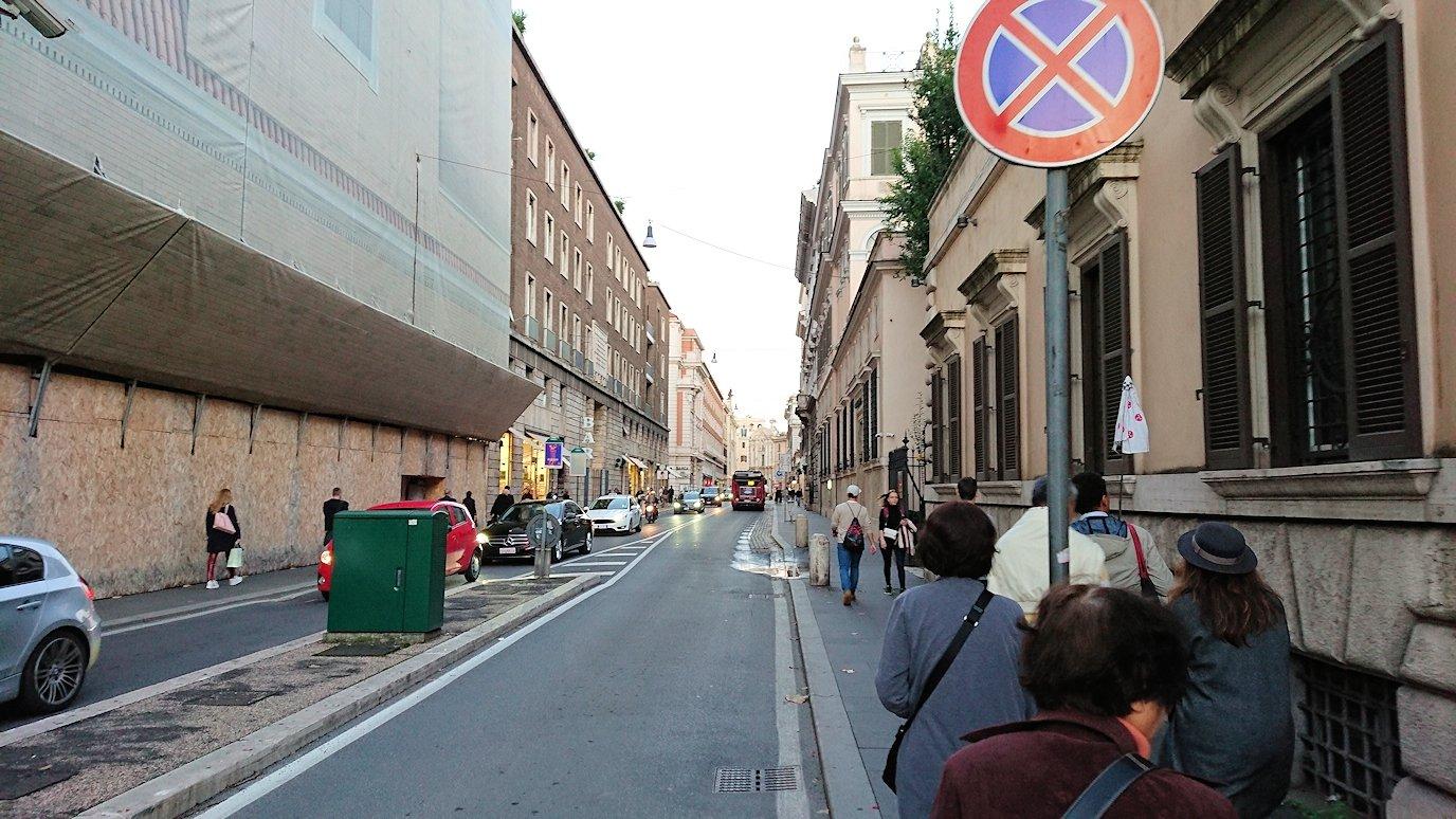 ローマ市内をスペイン広場を目指して歩く