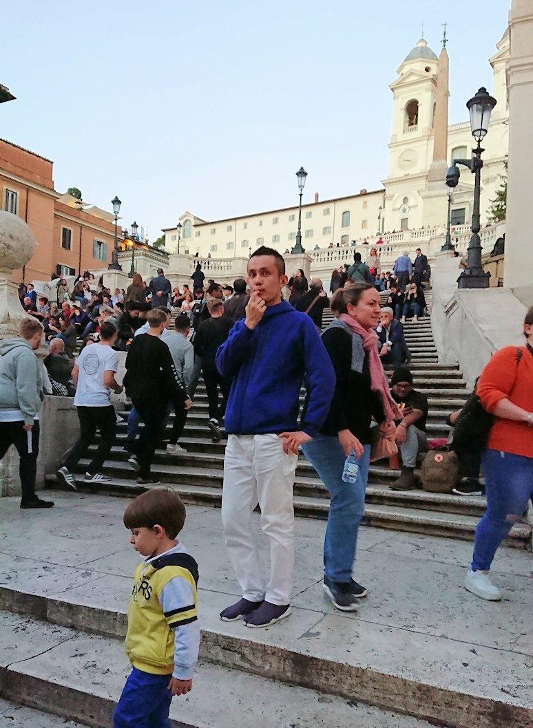 スペイン広場の階段で記念撮影