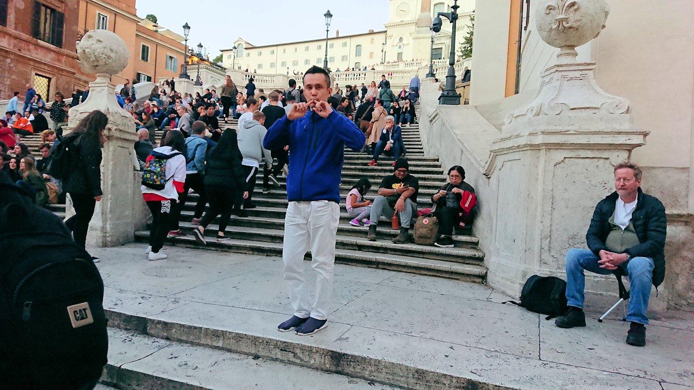 スペイン広場の階段で記念撮影2
