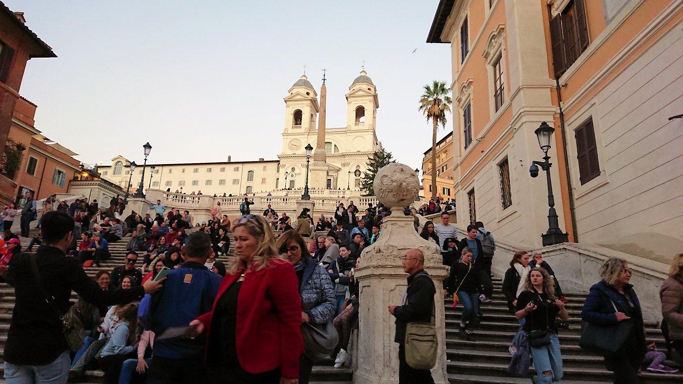 スペイン広場の階段で記念撮影3