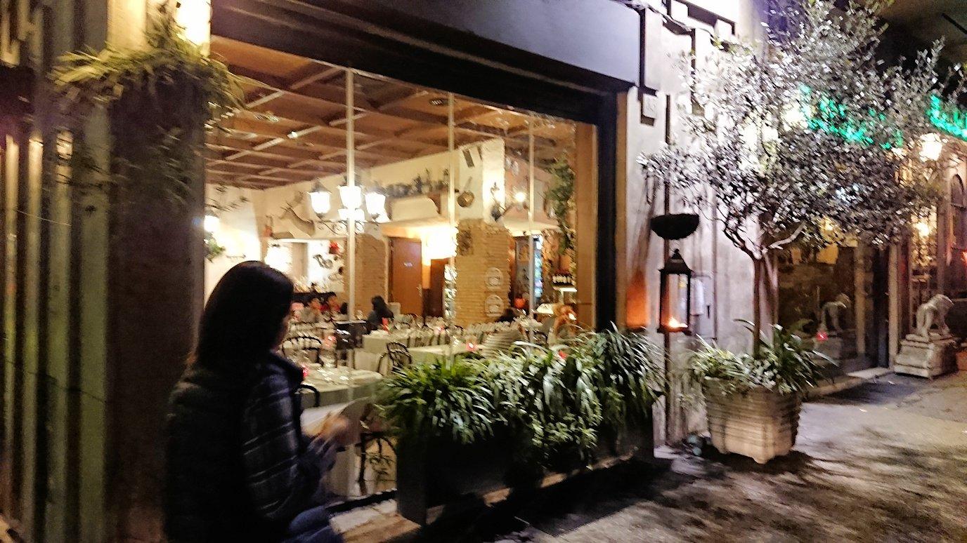 ローマ市内の夕食レストランに着いた