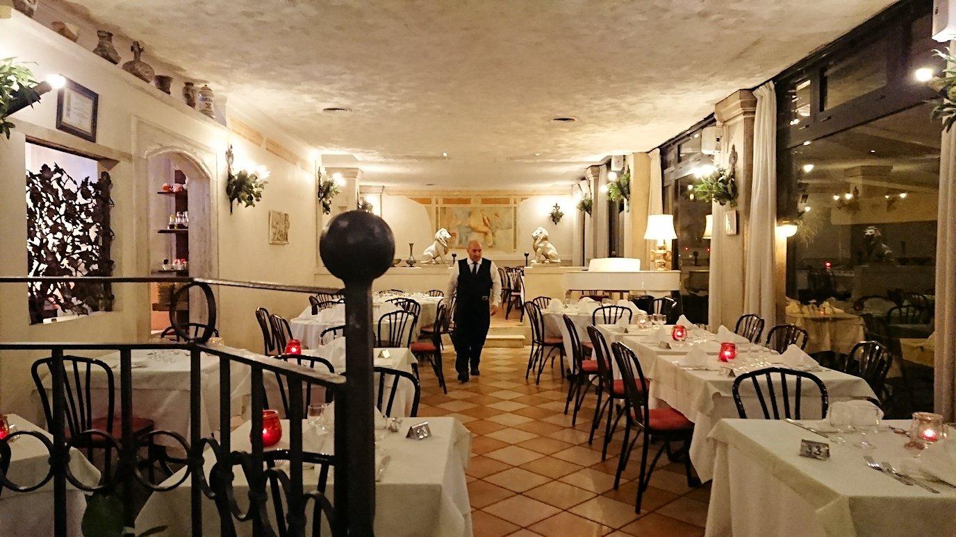 ローマ市内の夕食レストランの中の様子