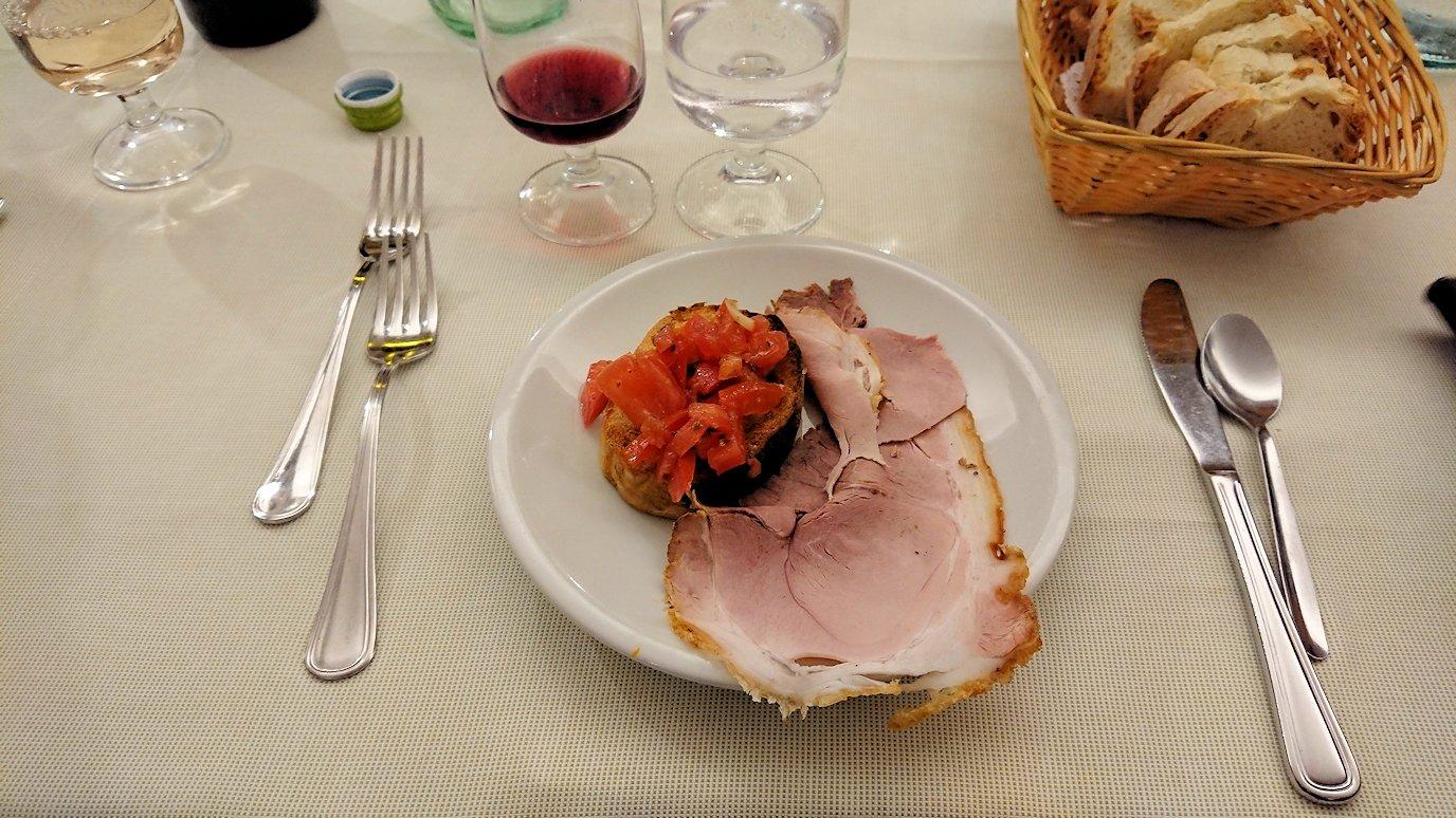 ローマ市内の夕食レストランの前菜