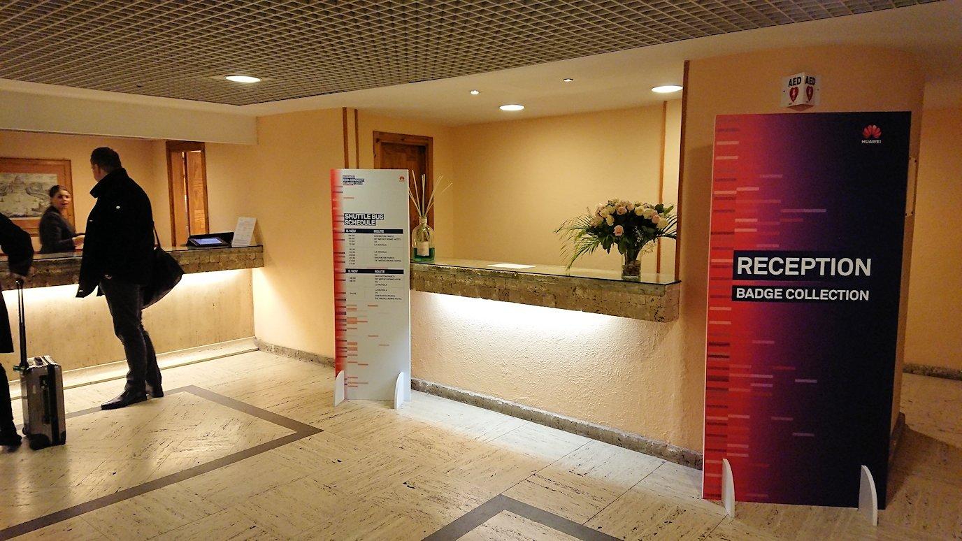 ローマで泊まるホテルのフロント