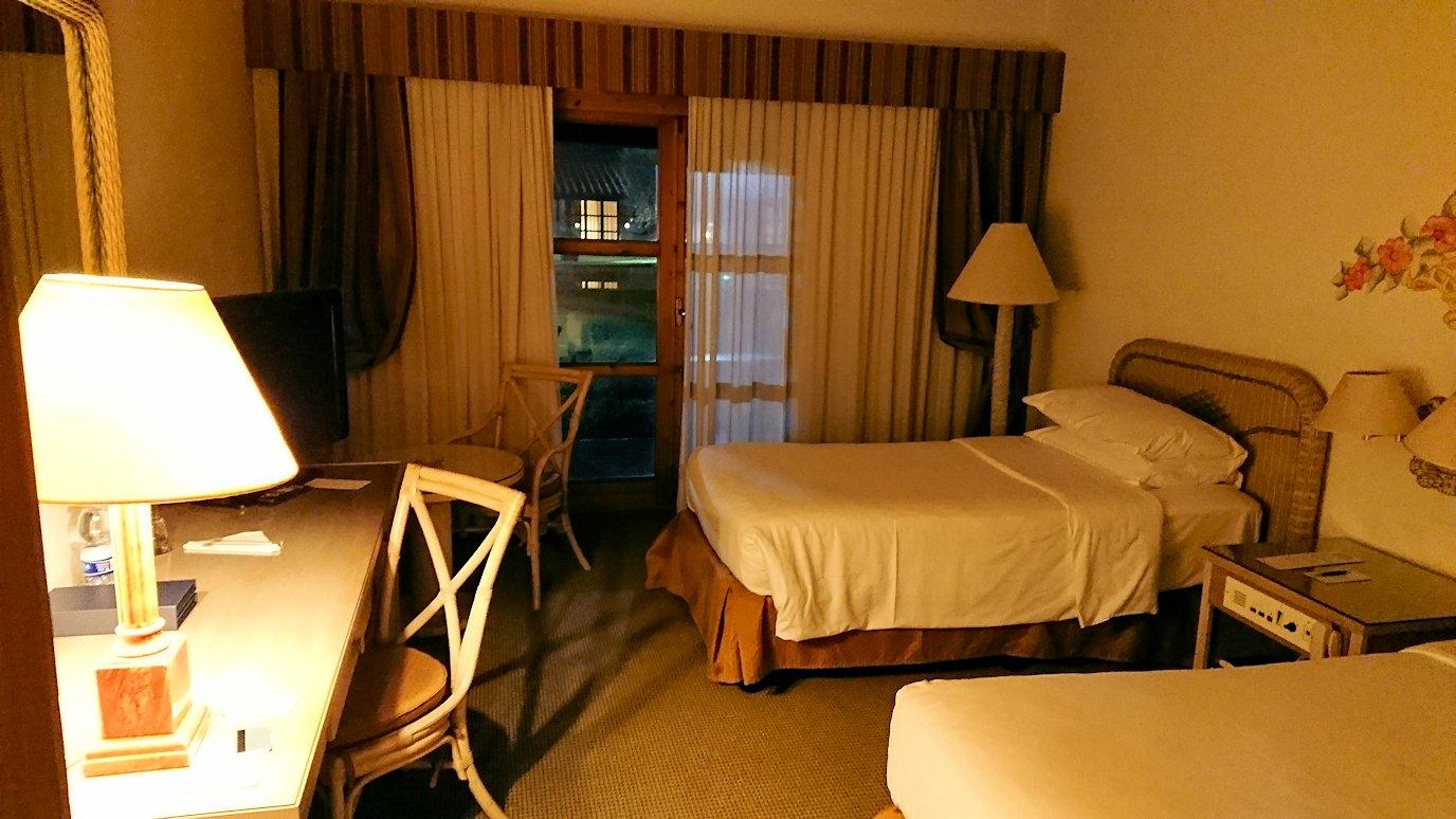 ローマシェラトンホテルの部屋のベッド