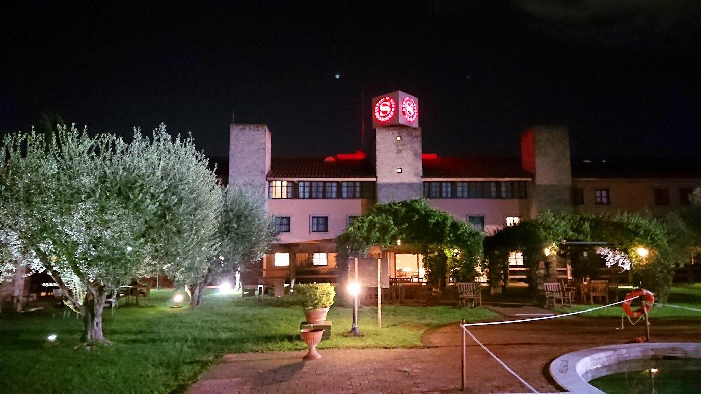 ローマシェラトンホテルの部屋からベランダに出た様子3
