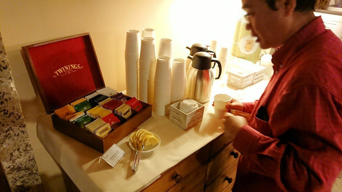 ローマのシェラトンホテルの朝食バイキングにある紅茶類