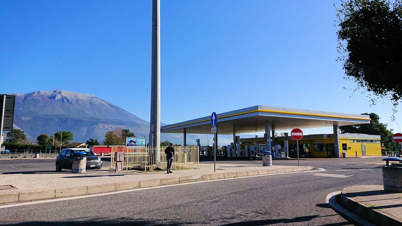 ポンペイに向かう途中の休憩ガソリンスタンド