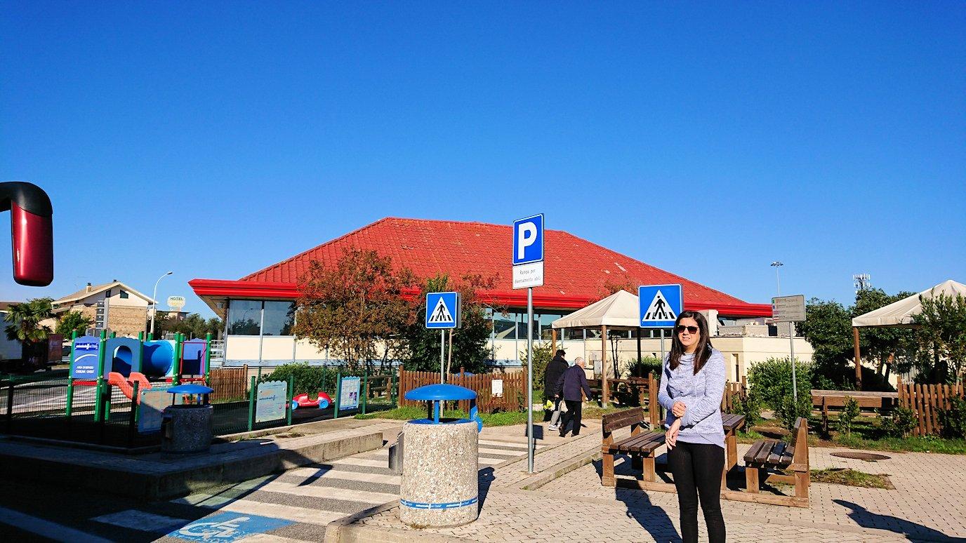 ポンペイに向かう途中の休憩ガソリンスタンド2